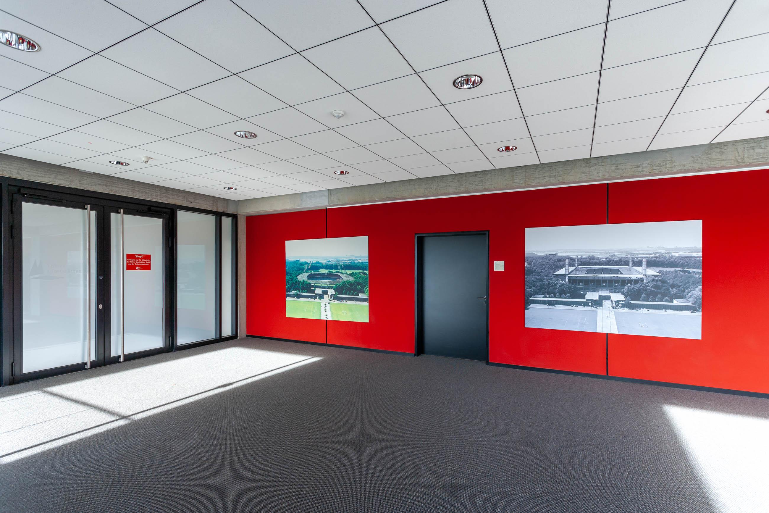 DER FOTOGRAF SVEN VOGEL FOTOGRAFIERTE DIE INNENRÄUME DES STADIONS DER KÖLNER SPORTSTÄTTEN GMBH KÖLN STADION ARCHITEKTUR RÄUME ROTWEISS 1.FC KÖLN FOTOGRAF SVEN VOGEL FOTOGRAFIE PHOTOGRAPH SVEN VOGEL